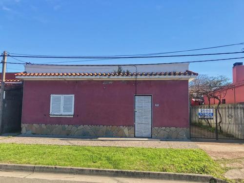 Casa De Dos Dormitorios Y Apartamento Al Fondo