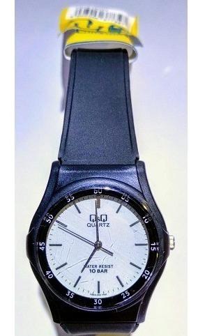 Relógio Q&q Preto Fundo Branco Pulseira Borracha - Vq04j002y