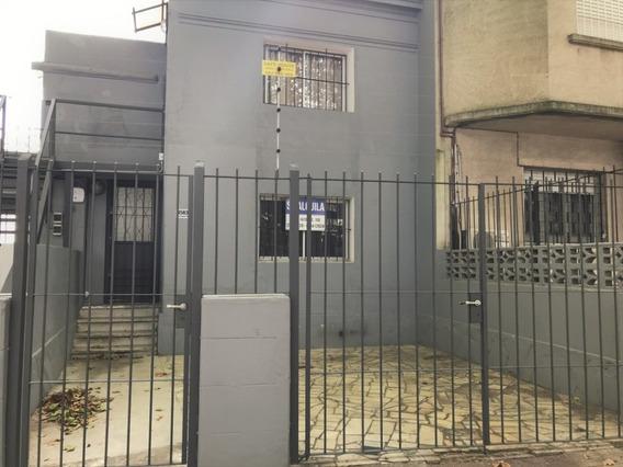 Casa En Brazo Oriental De Dos Dormitorios Y Entrada P/ Auto