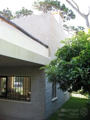 Casa En Alquiler Anual - En Venta A Una Cuadra Del Mar En Punta Del Este - Playa Mansa