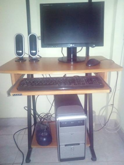 Computadora De Mesa Con Mesa Incluida Practicamente Nueva!!