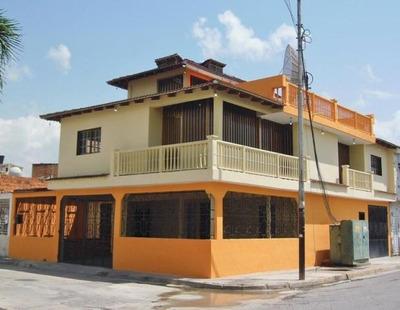 Casa En Venta Ubicada En Urb. La Fuente Codflex 17-11036 Dlr