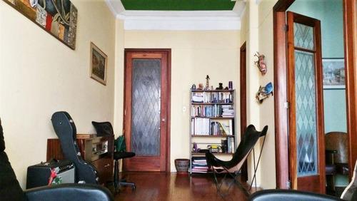 Venta De Apartamento 3 Dormitorios En Centro Metraje