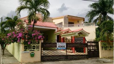 Casa De 2 Niveles Estilo Colonial 600 Mts2