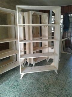 Biblioteca En Pino Con Patas