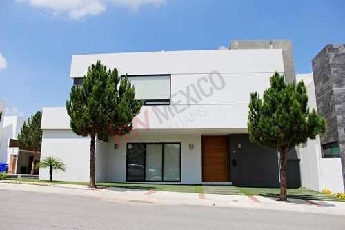 Casa En La Loma Club De Golf, Terraza En Tercer Piso $7,100,000.00 Acción Incluida. Exclusividad Y Seguridad