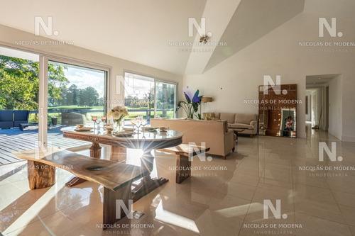 Casa Sobre El Green Del Hoyo 7 Del Cantegril Country Club- Ref: 4663
