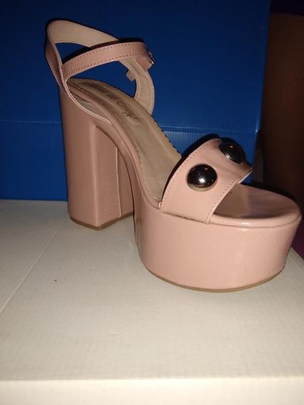 Zapatos Color Nude Con Tachas. Marca Juana De Grey! Talle 40