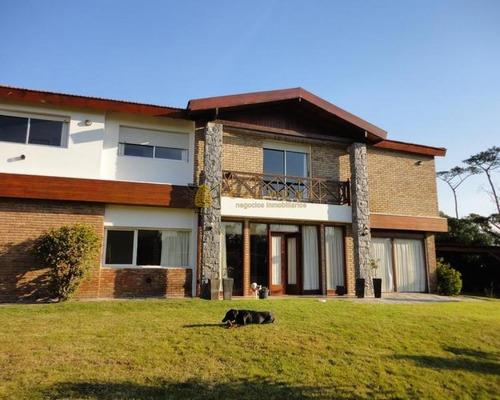 Venta Y Alquiler Temporario De Gran Casa En Pinares A Una Cuadra De La Playa- Ref: 4176