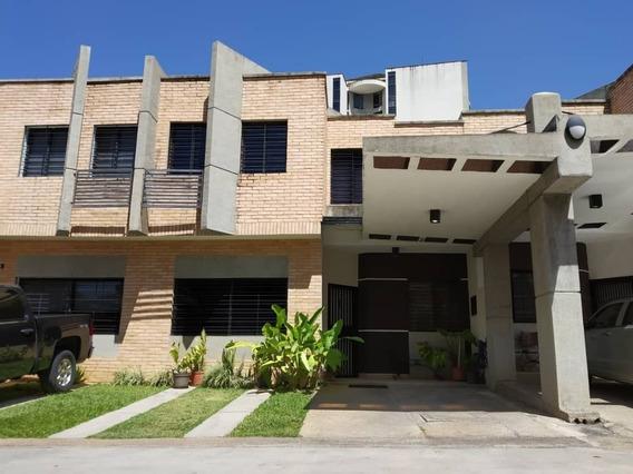 Townhouse En Los Mangos, Muralla Alta. Amoblado
