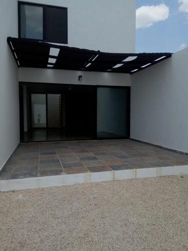 Se Vende Casa Sobre Avenida Conkal, Mérida