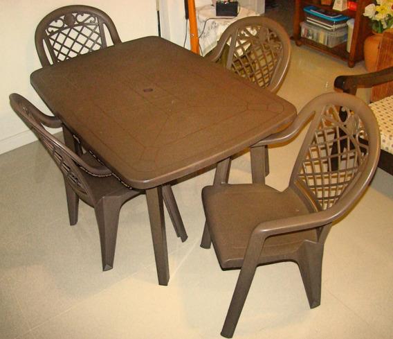 Conjunto De Mesa E 4 Cadeiras De Plástico
