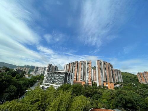 Imagen 1 de 10 de Vendo Apartamento Sector Loma De Los Bernal