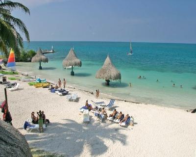 Habitaciones Coveñas Con Piscina Frente A La Playa Economica