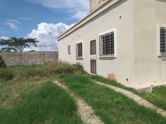 Casa En Venta El Valle Cabudare 20-2562 J&m 04121531221