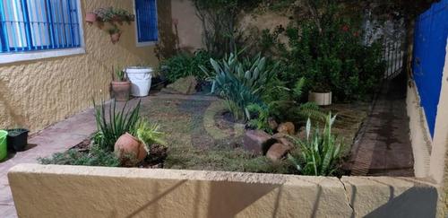 Imagem 1 de 15 de Casa Térrea, Confortável, Com Jardim Frontal Com Árvores Frutíferas, Com 3 Dormitórios  E 4 Vagas . - Tw15952