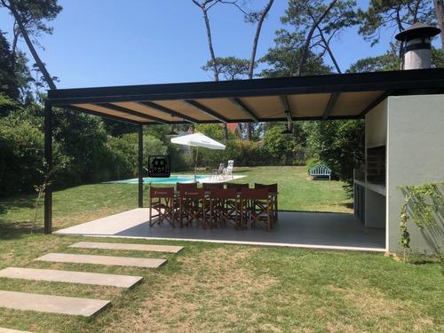 Moderna Casa En Pinares, Ubicada A 3 Cuadras Del Mar- Ref: 1329