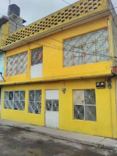 Casa En Venta Con 2 Departamentos Amplios, Bien Ubicada, 2 Habitaciones, 2 Baños C/u.