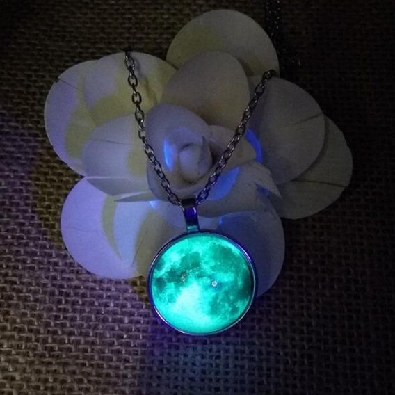 Colar Pingente Lua Cheia Green Moon Brilha Escuro Azul/verde