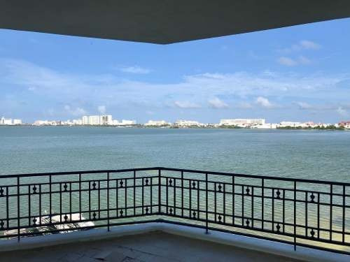 En Venta Condominio Punta Dorada Zona Hotelera C2499