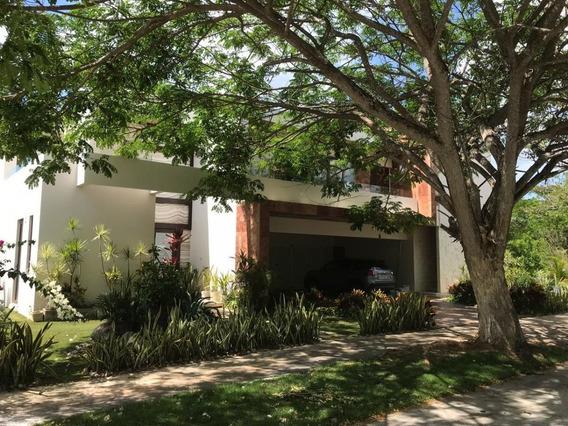 Elegante Casa En Renta Localizada En Country Club Yucatán