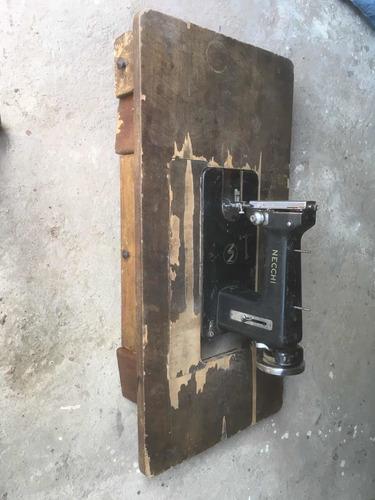Imagen 1 de 1 de Máquina De Coser Vieja Necchi