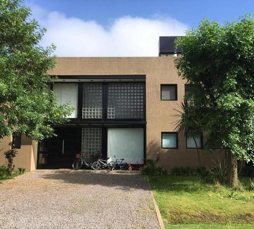 Venta - Casa 4 Ambientes En Barrio Los Sauces