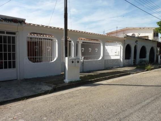 Casa En Venta Urb Los Overos Cod. 20-8308