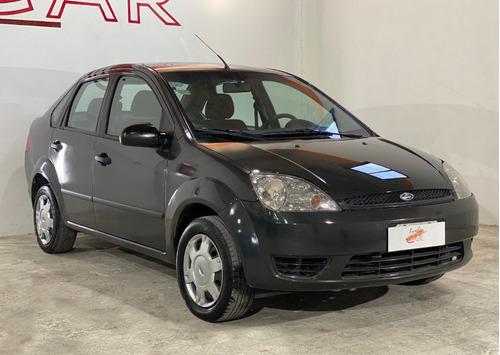 Imagen 1 de 14 de Ford Fiesta