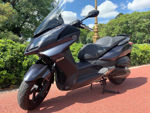 Megascooter Kymco Downtown 300i