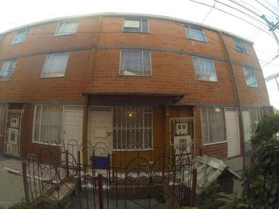Casa En Venta En Bosa Mls 18-433 Rb