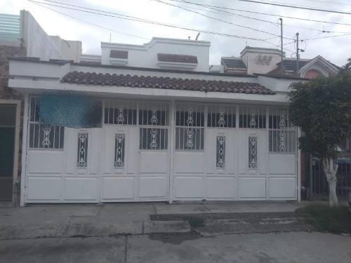Casa Sola En Venta Jardines Del Valle