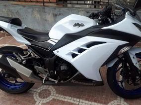 Kawasaki Ninja 300 Mod 2014 (negociable)