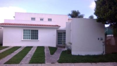 Renta Residencia Calzada Zavaleta En Fracc. Real Zavaleta