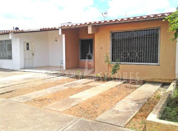 Ledezma Asesores Vende Casa En Urb Giraluna. Av Libertador