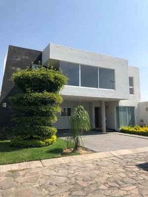 Casa En Venta Y Renta En Fraccionamiento Novaterra