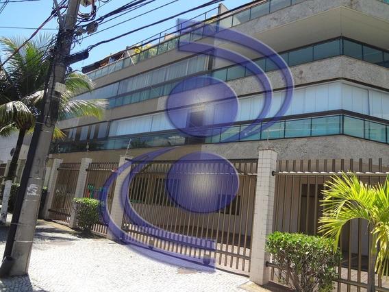 Apartamento 03 Quartos C/ Dependência Empregada E Varandão.