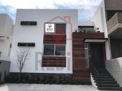 Casa En Venta De 4 Hab (1 En Pb) En Cumbres Del Cimatario