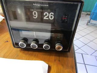 Radio Reloj Flip Magnavox