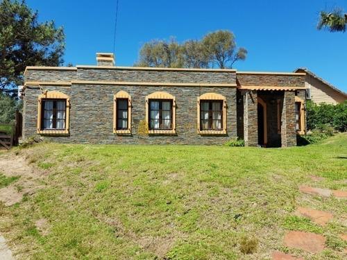 En Tio Tom Bonita Casa Con 3 Dormitorios- Ref: 3806