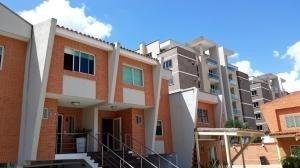 Townhouse En Venta En El Mañongo Naguanagua 20-8455 Valgo