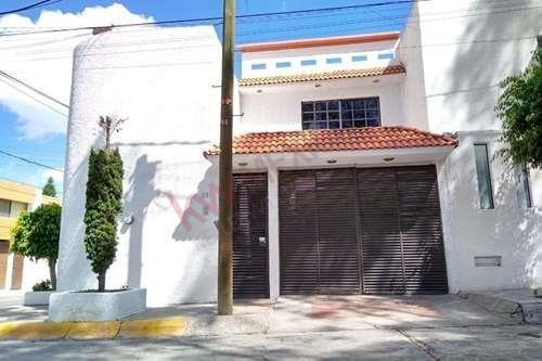 Casa En Venta En Lomas 3ra Secc.