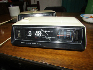 Radio Reloj Flip Sanyo