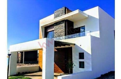 Casa En Venta En Cerrada Con Lago, Altozano Laguna