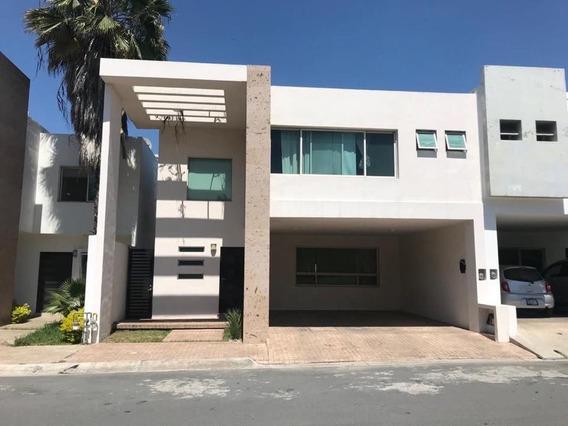 Casa Frente A Parque A Espaldas De Plaza Esfera
