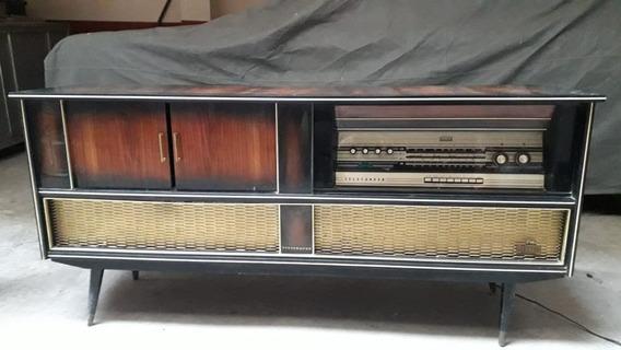 Consola Antigüa Marca Telefunken Modelo Contessa
