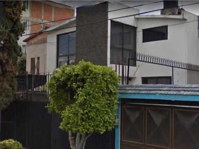 Casa Amplia, 4 Recámaras, Jardín 2.5 Baños, Estudio, Sótano