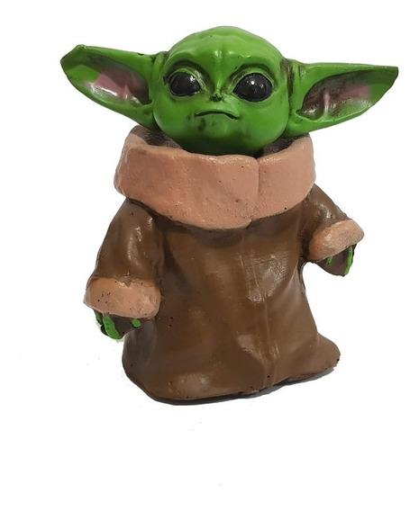 Miniatura Colecionável Baby Yoda Em Resina 12cm