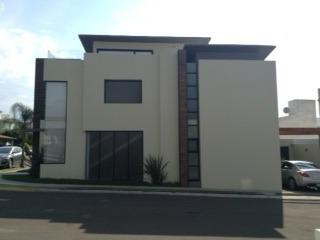 Casa En Renta Claustros De La Corregidora Centro Sur Con Alberca Y Area Comunes Rcr160614-ae