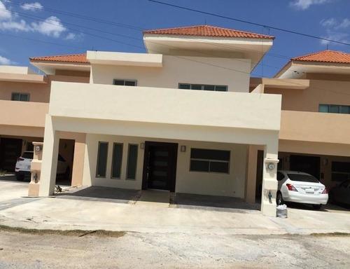 Renta De Casa 2 Niveles Y 3 Recamaras En Montecristo Mérida Yucatán